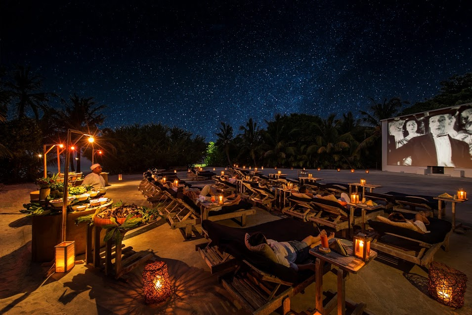 outdoor cinema luxury resort in the maldives